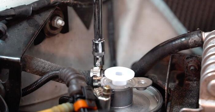 Tausch Tutorial Kraftstofffilter am BMW 3 Touring (E46) 1998 wechselt - Tipps und Tricks
