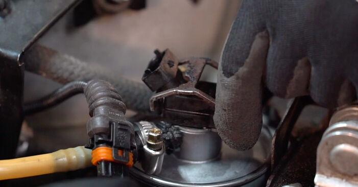 Schritt-für-Schritt-Anleitung zum selbstständigen Wechsel von BMW 3 Touring (E46) 1999 330d 3.0 Kraftstofffilter