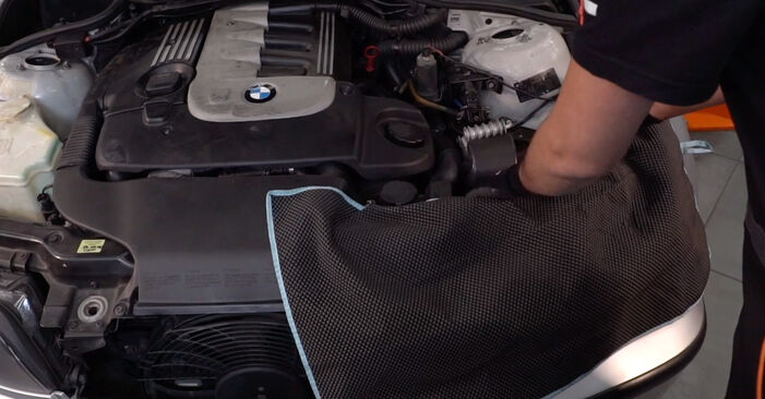Wie Kraftstofffilter BMW 3 Touring (E46) 320i 2.2 1996 austauschen - Schrittweise Handbücher und Videoanleitungen