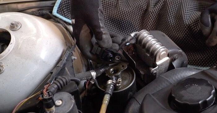 Kraftstofffilter am BMW 3 Touring (E46) 330i 3.0 2000 wechseln – Laden Sie sich PDF-Handbücher und Videoanleitungen herunter