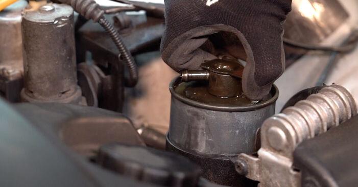 Kraftstofffilter Ihres BMW 3 Touring (E46) 330xi 3.0 2003 selbst Wechsel - Gratis Tutorial
