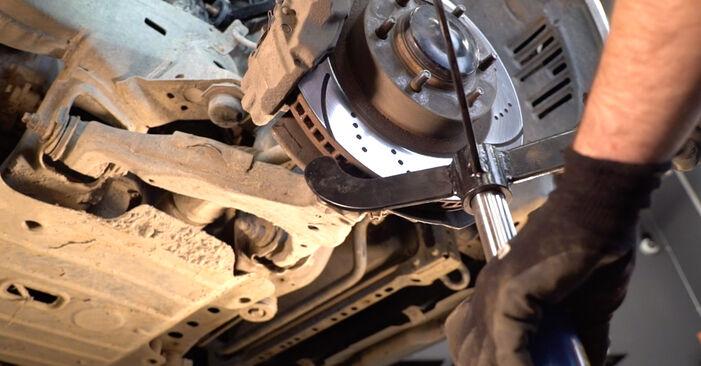 Toyota Prado J120 4.0 2004 Lengőkar cseréje: ingyenes szervizelési útmutatók