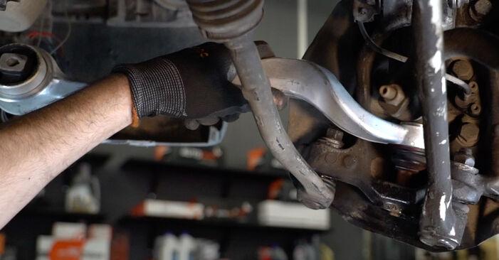 Pasikeiskite BMW 5 Sedanas (E39) 528i 2.8 2000 Vikšro Valdymo Svirtis patys - internetinė instrukcija