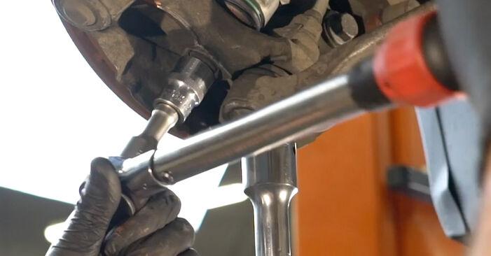Wie Querlenker BMW 1 Coupe (E82) 123d 2.0 2007 austauschen - Schrittweise Handbücher und Videoanleitungen
