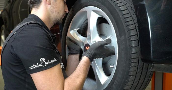 Wie schwer ist es, selbst zu reparieren: Querlenker BMW E82 120i 2.0 2006 Tausch - Downloaden Sie sich illustrierte Anleitungen