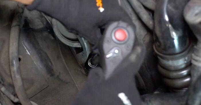 Hvor lang tid tager en udskiftning: Motorophæng på Ford Focus DAW 2006 - informativ PDF-manual
