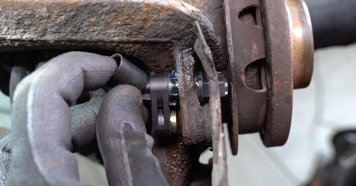 Wechseln ABS Sensor am VW Golf IV Schrägheck (1J1) 1.9 TDI 2000 selber