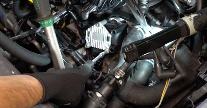 Wie Zündspule VW Golf IV Schrägheck (1J1) 1.6 1998 austauschen - Schrittweise Handbücher und Videoanleitungen