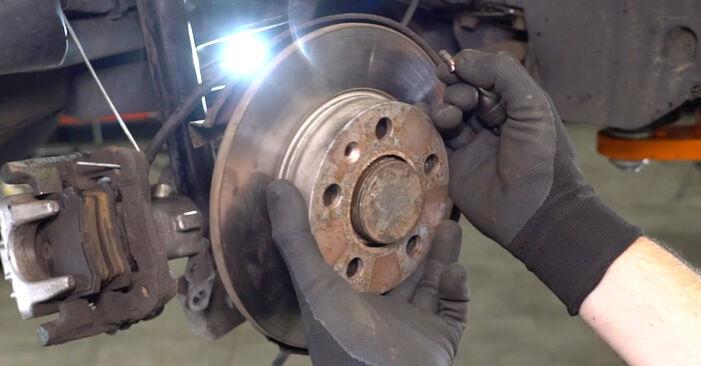 Come cambiare Sensore ABS su VW Golf IV Hatchback (1J1) 2000 - suggerimenti e consigli