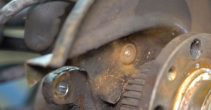 Sostituire Sensore ABS su VW Golf IV Hatchback (1J1) 1.6 16V 2002 non è più un problema con il nostro tutorial passo-passo