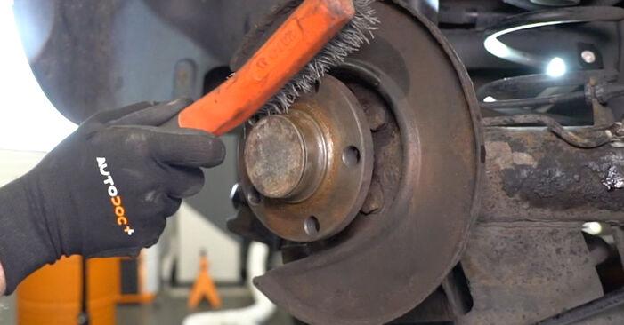 Come sostituire Sensore ABS su VW Golf IV Hatchback (1J1) 2002: scarica manuali PDF e istruzioni video