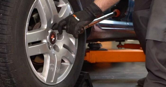 Come sostituire VW Golf IV Hatchback (1J1) 1.4 16V 1998 Sensore ABS - manuali passo passo e video guide