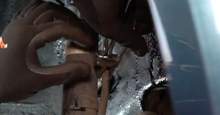 VW GOLF 1.9 TDI Bremsschläuche ausbauen: Anweisungen und Video-Tutorials online