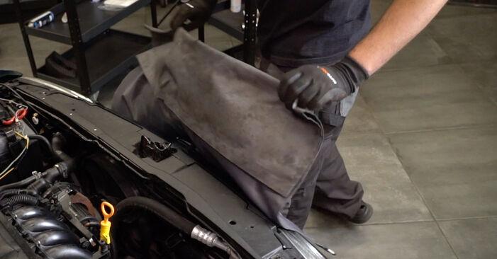 Bremsschläuche am VW Golf IV Schrägheck (1J1) 2.0 2002 wechseln – Laden Sie sich PDF-Handbücher und Videoanleitungen herunter