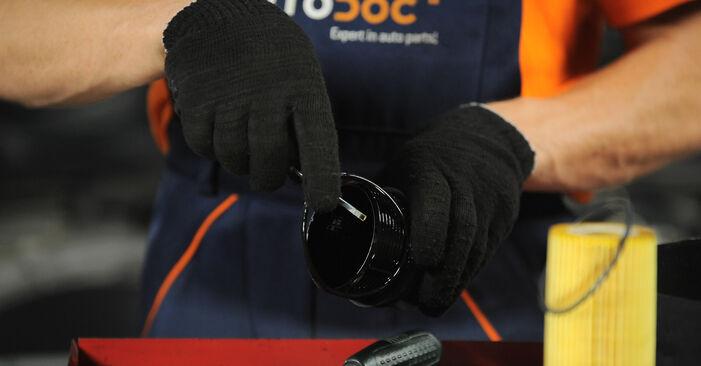 Austauschen Anleitung Ölfilter am Mercedes W210 1996 E 300 3.0 Turbo Diesel (210.025) selbst
