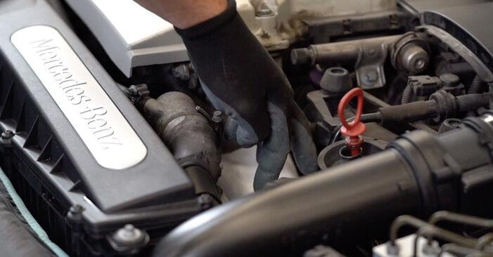 Schritt-für-Schritt-Anleitung zum selbstständigen Wechsel von Mercedes W210 1999 E 320 CDI 3.2 (210.026) Ölfilter