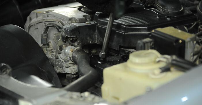 Wie Ölfilter Mercedes W210 E 300 3.0 Turbo Diesel (210.025) 1995 tauschen - Kostenlose PDF- und Videoanleitungen