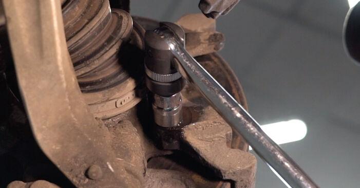 Wie Bremsscheiben MERCEDES-BENZ E-Klasse Limousine (W210) E 220 CDI 2.2 (210.006) 1996 austauschen - Schrittweise Handbücher und Videoanleitungen