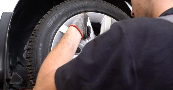 Steg-för-steg-rekommendationer för att byta Mercedes W210 1999 E 320 CDI 3.2 (210.026) Bromsbelägg på egen hand