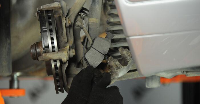 Стъпка по стъпка препоруки за самостоятелна смяна на Mercedes W210 1999 E 320 CDI 3.2 (210.026) Спирачен апарат