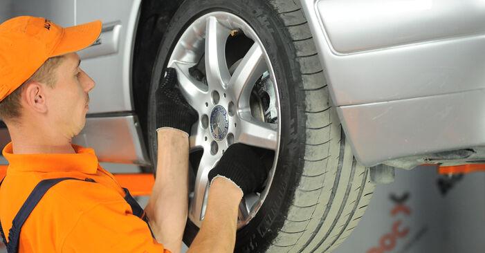 Не е трудно да го направим сами: смяна на Спирачен апарат на Mercedes W210 E 240 2.4 (210.061) 2001 - свали илюстрирано ръководство