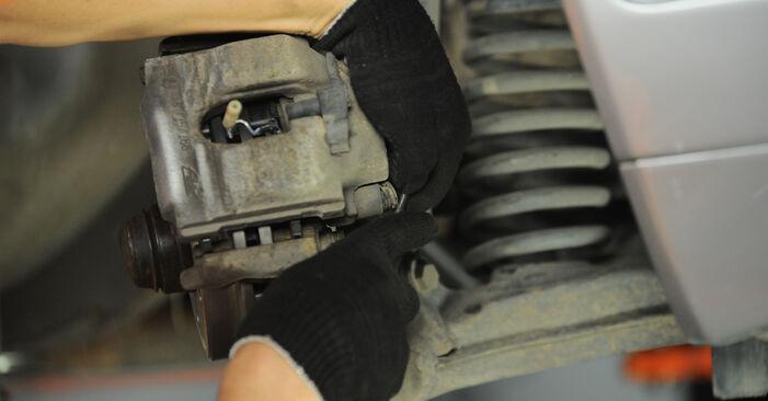 Колко време отнема смяната: Спирачен апарат на Mercedes W210 2003 - информативен PDF наръчник