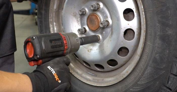 Schritt-für-Schritt-Anleitung zum selbstständigen Wechsel von VW Caddy 3 kasten 2005 1.6 Bremsscheiben