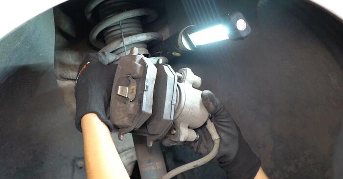 Bremsscheiben Ihres VW Caddy 3 kasten 1.9 TDI 2012 selbst Wechsel - Gratis Tutorial
