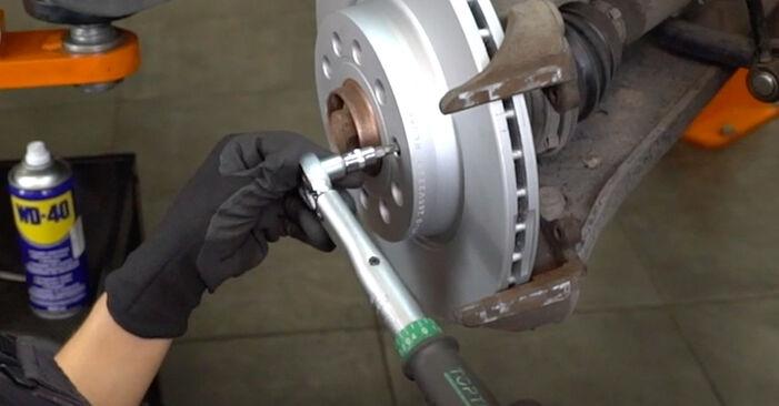 Wie Bremsscheiben VW Caddy III Kastenwagen (2KA, 2KH, 2CA, 2CH) 1.6 TDI 2005 austauschen - Schrittweise Handbücher und Videoanleitungen