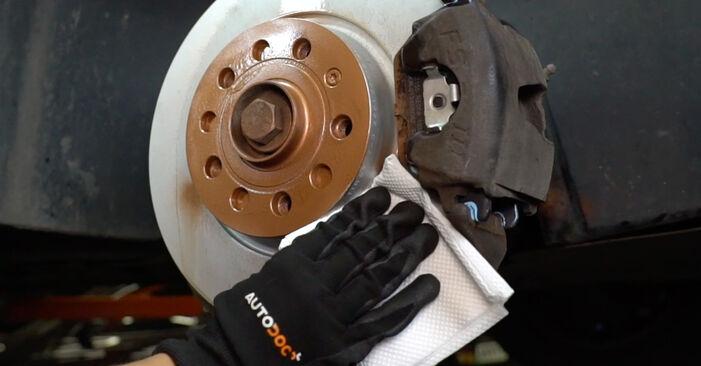 VW CADDY 1.6 TDI Bremsscheiben ausbauen: Anweisungen und Video-Tutorials online