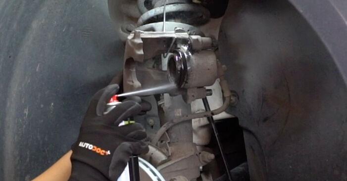 Austauschen Anleitung Bremsbeläge am VW Caddy 3 kasten 2014 1.9 TDI selbst