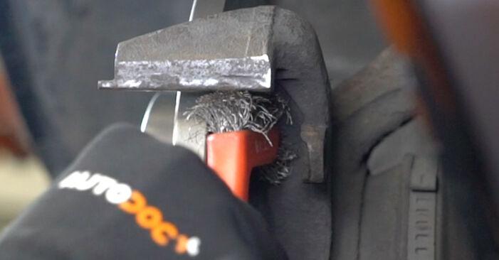 Tausch Tutorial Bremsbeläge am VW Caddy III Kastenwagen (2KA, 2KH, 2CA, 2CH) 2004 wechselt - Tipps und Tricks