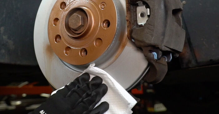 Wechseln Bremsbeläge am VW Caddy III Kastenwagen (2KA, 2KH, 2CA, 2CH) 2.0 TDI 4motion 2007 selber