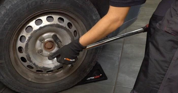 Wie schwer ist es, selbst zu reparieren: Bremsbeläge VW Caddy 3 kasten 2.0 TDI 16V 2010 Tausch - Downloaden Sie sich illustrierte Anleitungen