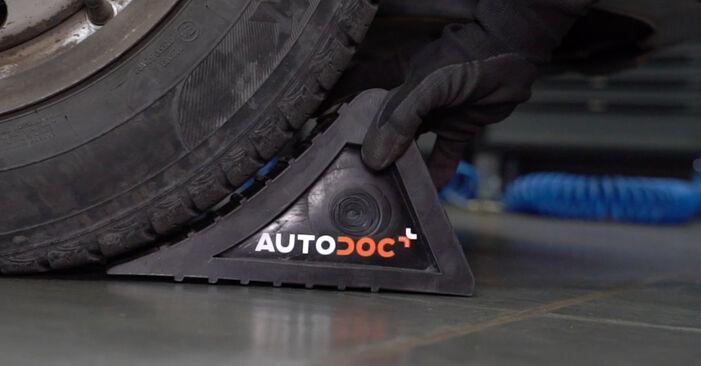 Bremsbeläge beim VW CADDY 2.0 TDI 2011 selber erneuern - DIY-Manual