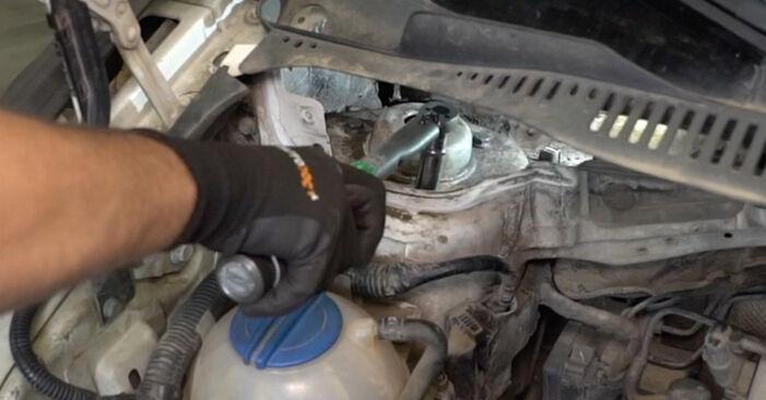A substituição do Amortecedor no VW Caddy III Van (2KA, 2KH, 2CA, 2CH) 2.0 SDI 2006 não é mais um problema com o nosso tutorial passo a passo.