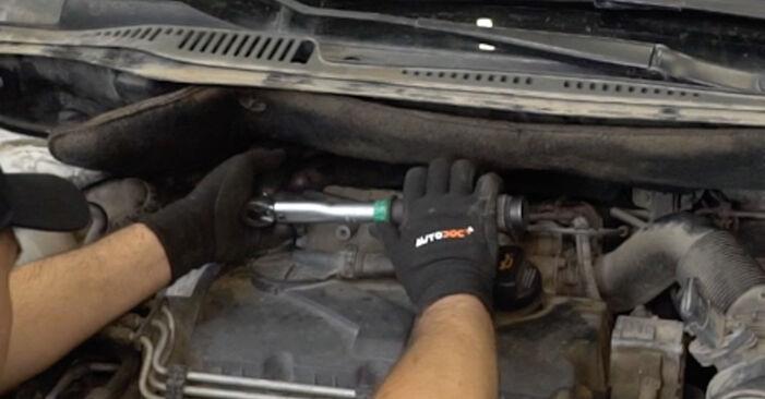 Substituição de VW Caddy 3 Van 1.6 TDI 2006 Amortecedor: manuais gratuitos de oficina