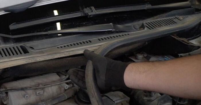 VW Caddy 3 Van 1.6 TDI 2006 Spyruoklės keitimas: nemokamos remonto instrukcijos