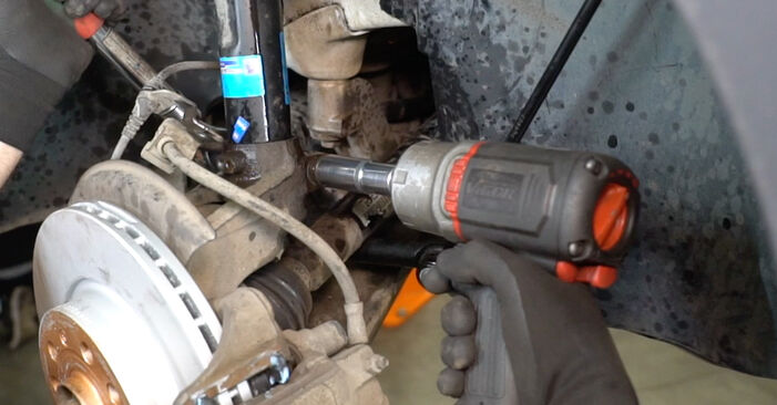 Comment retirer VW CADDY 1.6 2008 Coupelle d'Amortisseur - instructions en ligne faciles à suivre