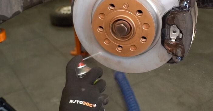 Comment remplacer VW Caddy III Van (2KA, 2KH, 2CA, 2CH) 1.9 TDI 2005 Coupelle d'Amortisseur - manuels pas à pas et guides vidéo