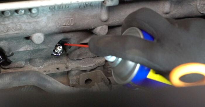Como remover VW CADDY 1.6 2008 Vela de Incandescência - instruções online fáceis de seguir