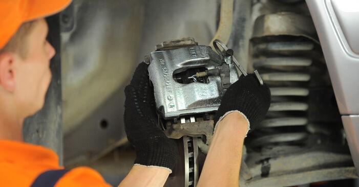 Wie kompliziert ist es, selbst zu reparieren: Radlager am Mercedes W210 E 240 2.4 (210.061) 2001 ersetzen – Laden Sie sich illustrierte Wegleitungen herunter