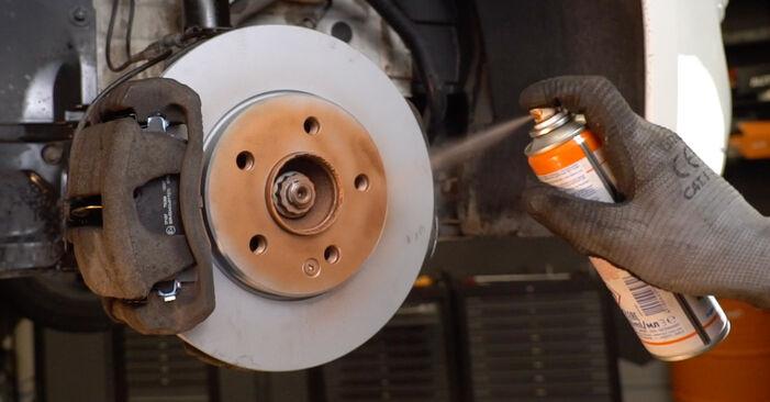 MERCEDES-BENZ E-CLASS E 220 D 2.2 (210.004) Bremssattel ausbauen: Anweisungen und Video-Tutorials online