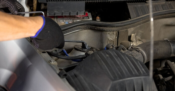 Bremsscheiben Mercedes W168 A 160 1.6 (168.033, 168.133) 1999 wechseln: Kostenlose Reparaturhandbücher