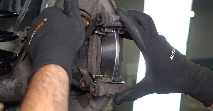 Bremsscheiben am MERCEDES-BENZ A-Klasse (W168) A 140 1.6 (168.031, 168.131) 2002 wechseln – Laden Sie sich PDF-Handbücher und Videoanleitungen herunter