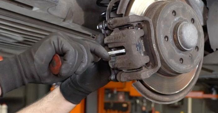 Bremsscheiben beim MERCEDES-BENZ A-CLASS A 210 2.1 (168.035, 168.135) 2004 selber erneuern - DIY-Manual
