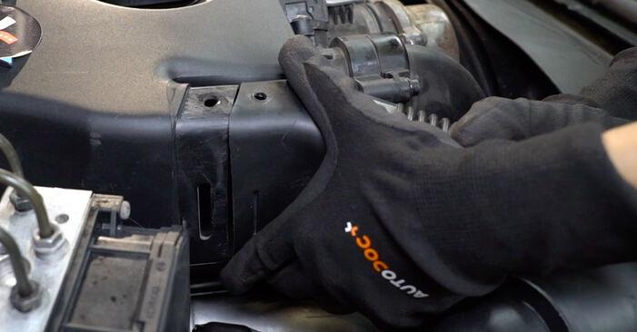 Wie BMW 5 SERIES 520i 2.2 1998 Luftfilter ausbauen - Einfach zu verstehende Anleitungen online