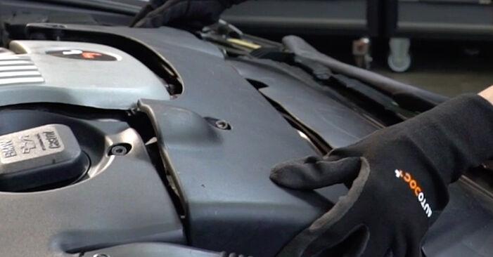 Wie schwer ist es, selbst zu reparieren: Luftfilter BMW E39 Touring 530i 3.0 2000 Tausch - Downloaden Sie sich illustrierte Anleitungen