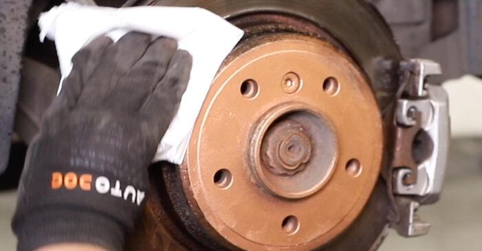 ABS Sensor beim BMW 5 SERIES 525tds 2.5 2003 selber erneuern - DIY-Manual