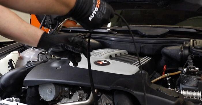 BMW 5 SERIES 520i 2.0 Hosszbordás szíj cseréje: online leírások és videó-útmutatók